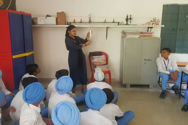 City Heart School-Physics Lab