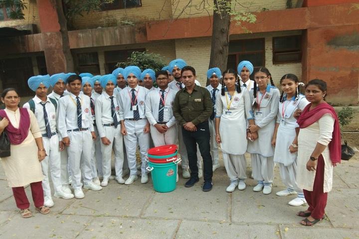 CMS Guru Kashi Public School-Cleaness Drive