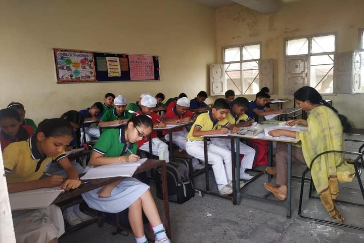 D A V Model Senior Secondary School-Classroom