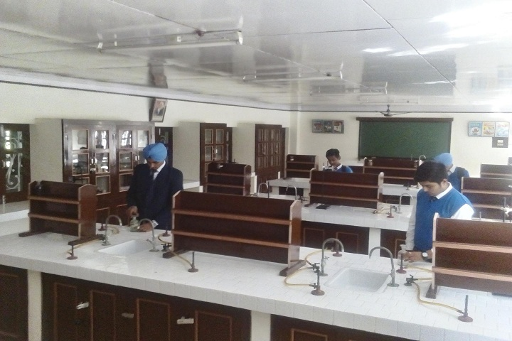 Dasmesh Public School-Laboratory