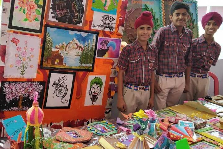 DAV Senior Secondary Public School-Art And Craft Exhibition