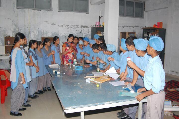 Dayanand Public School-Chemistry Lab