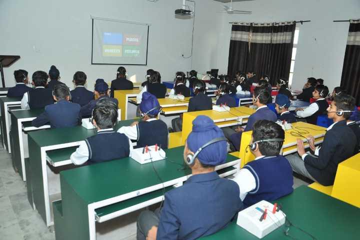 Dr Holmes Academy-Smart Class