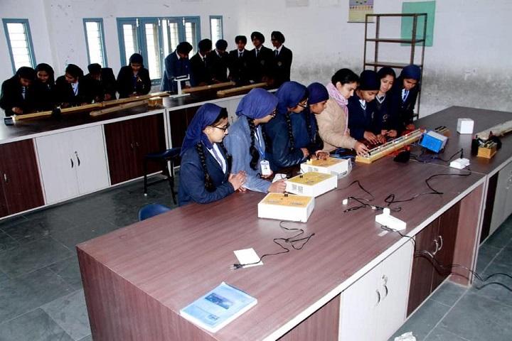 Guru Gobind Singh Public School-Laboratory