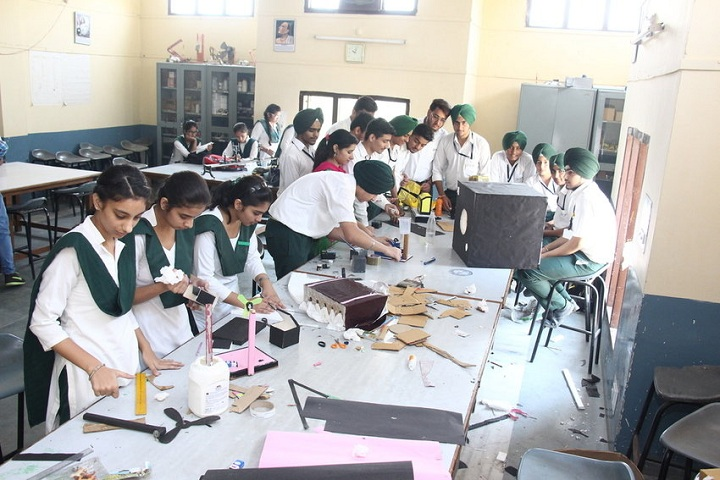 Guru Nanak Foundation Public School-Arts and Crafts