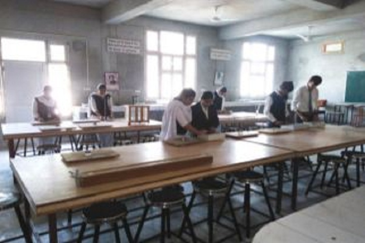 Guru Teg Bahadur Khalsa Public School-Physics Lab