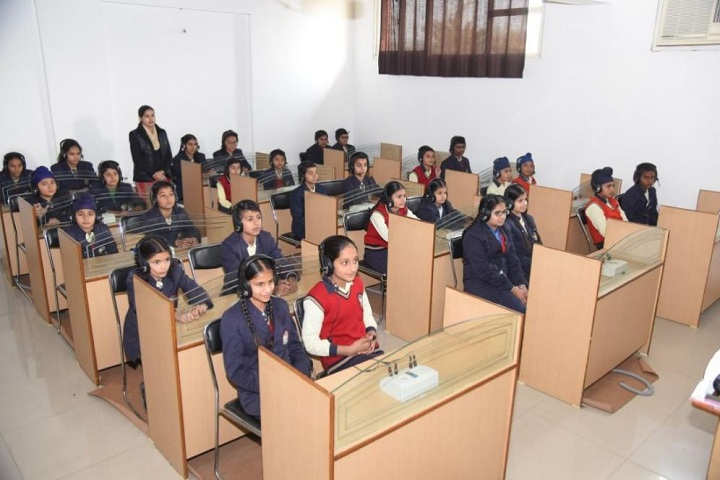 Gyan Gunn Sagar International School-English Lab