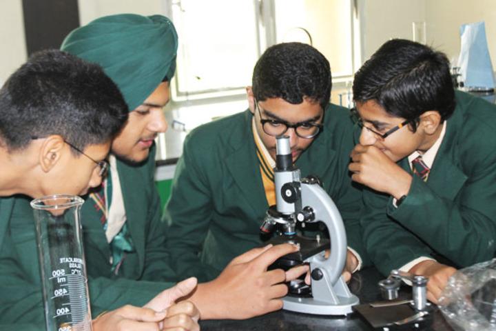 Ivy World School-Biology Lab