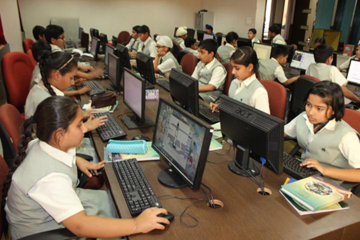 Ivy World School-Computer Lab
