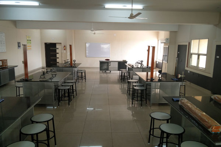 Ivy World School-Physics Lab