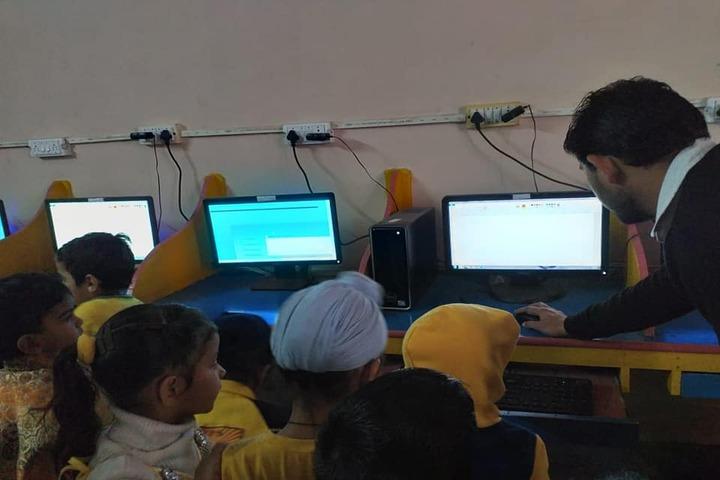 Jai Vatika Public School-Computer Lab