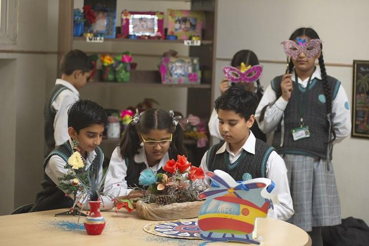 La Blossoms School-Craft