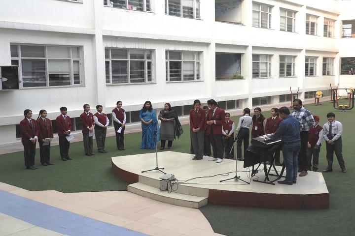 Manav Mangal Smart School-Playing music