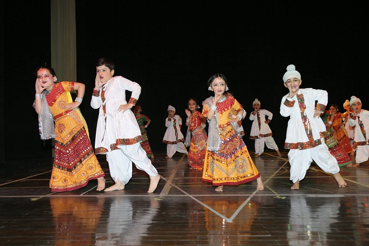Manav Mangal Smart School-kids dance