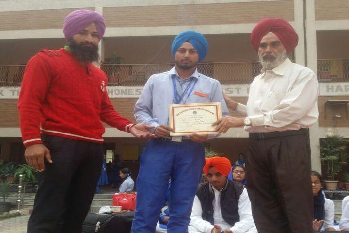 Mata Gujri Public School-Certificate Presentation