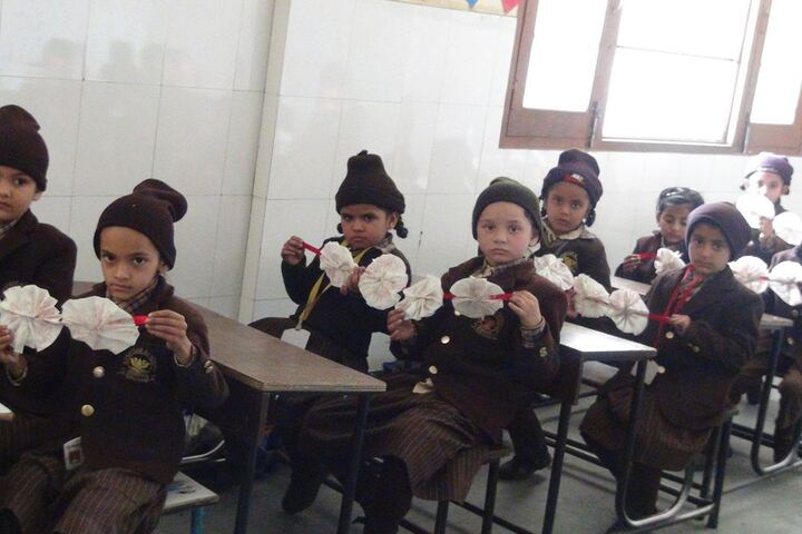 Nanaksar Academy-Flower Making
