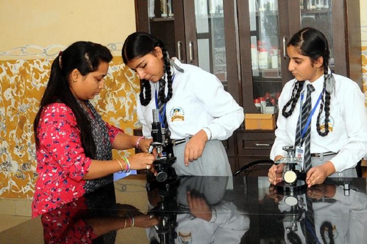 Oxford International School-Science Lab