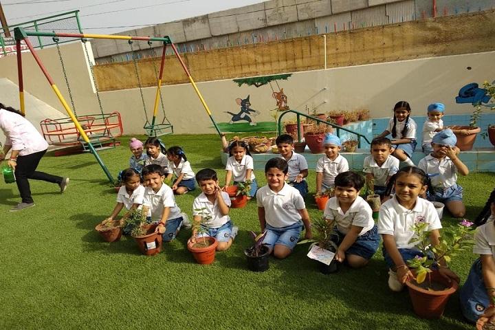 Oxford School-Kids-Play