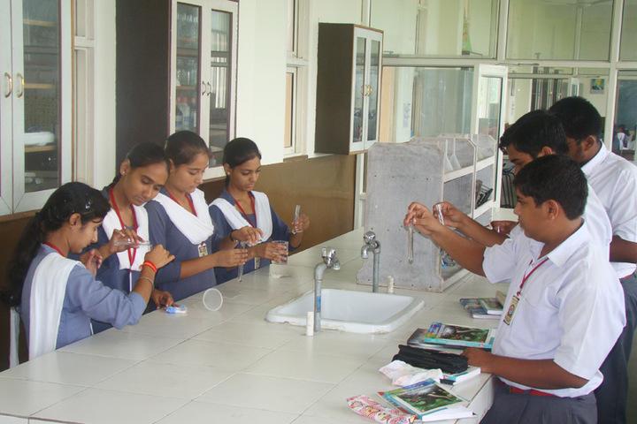 Sarvhitkari Vidya Mandir-Chemistry Lab