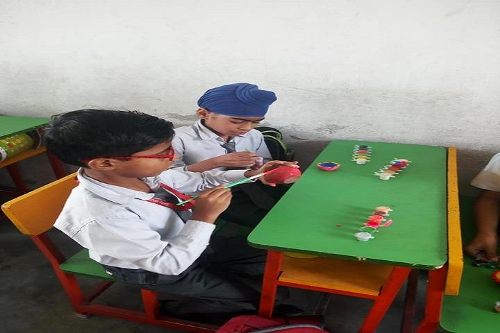 Shri Guru Nanak Dev Public School-Art And Craft