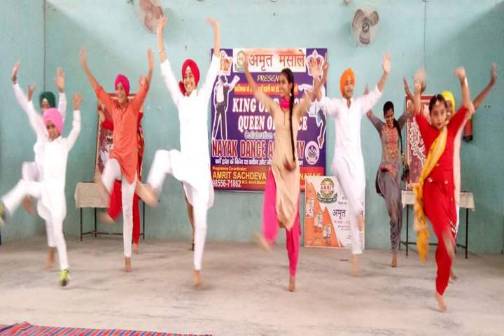 Smt Karam Bai Dav Centenary Public School-Dancing Activity