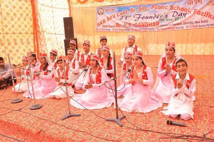 Smt Karam Bai Dav Centenary Public School-Music Activity