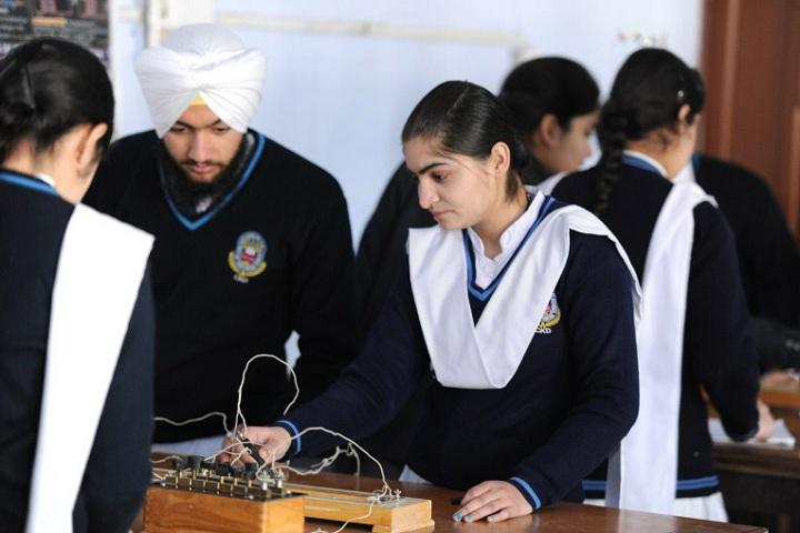 Sri Guru Harkrishan Public School-Laboratory