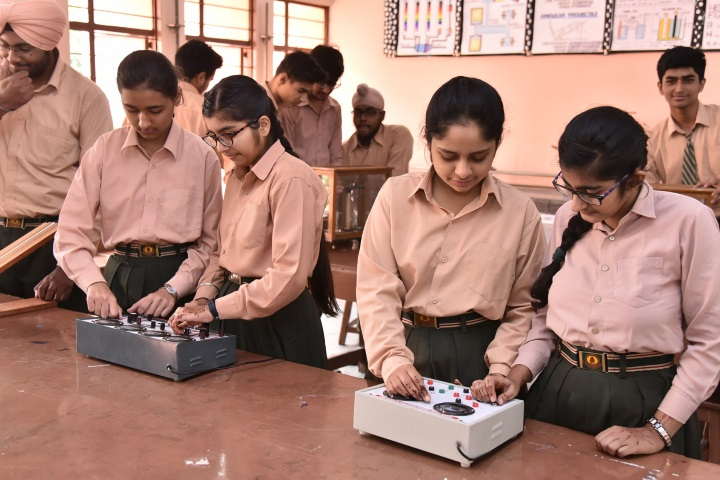 Swami Sant Dass Public School-Physics Lab