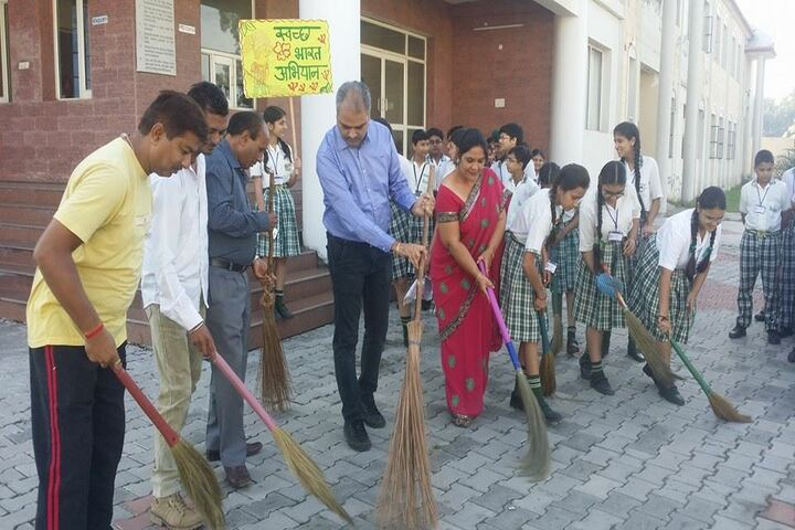The Royal World International School-Swatch Bharat Activity