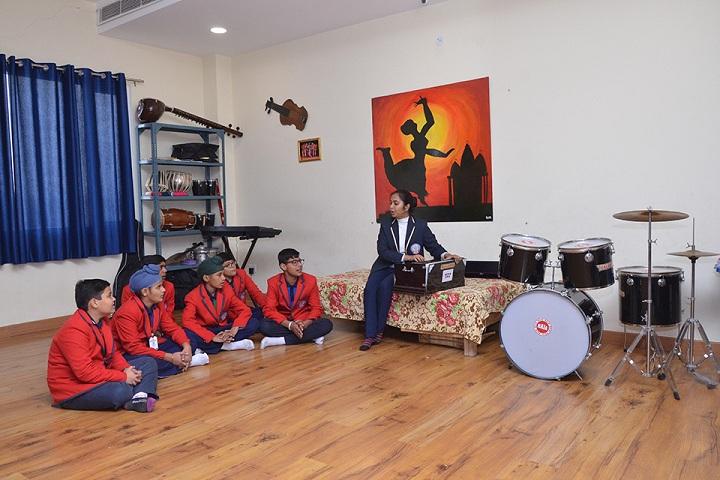 The Unirise World School-music class