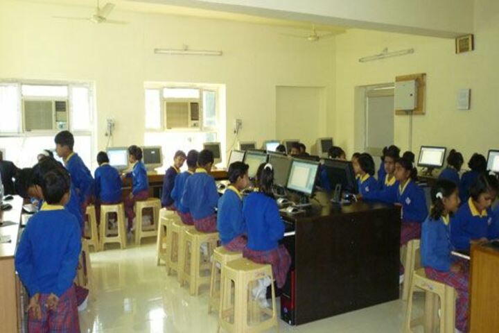 Aklank Public SchoolComputer lab