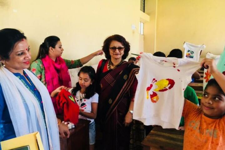 Dav Centenary Public School-Clothes Painting