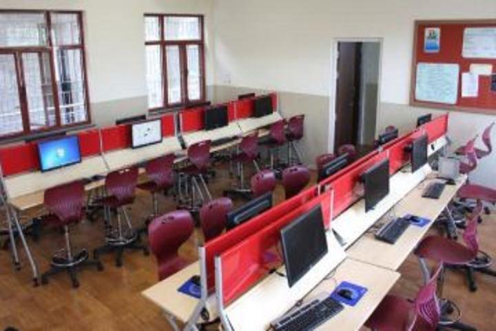 Dr Bansi Dhar School-Computer Lab