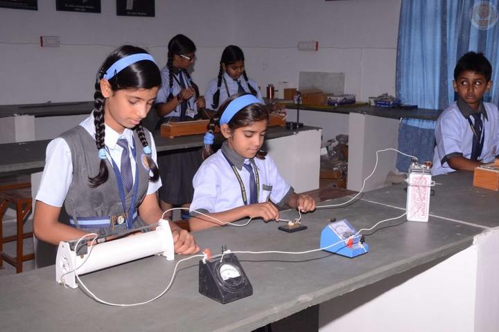 Hukum Chand Public School-Physics Lab