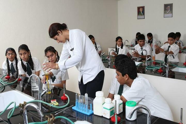 Jankidevi Public School-Chemistry lab