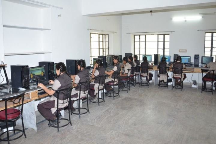Laxmi Devi Mundra Public School-Computer Lab