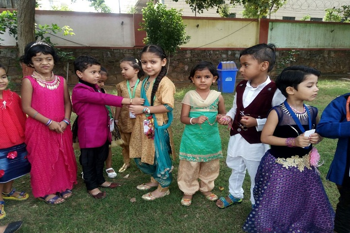 Mohan Lal Dayal Vinay Mandir School-Rakhi making