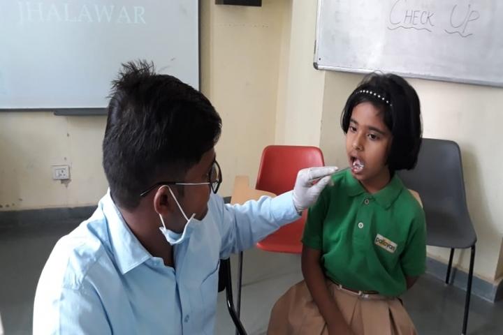 Pallavan Uchatar Prathmik Vidyalaya-Health Checkup