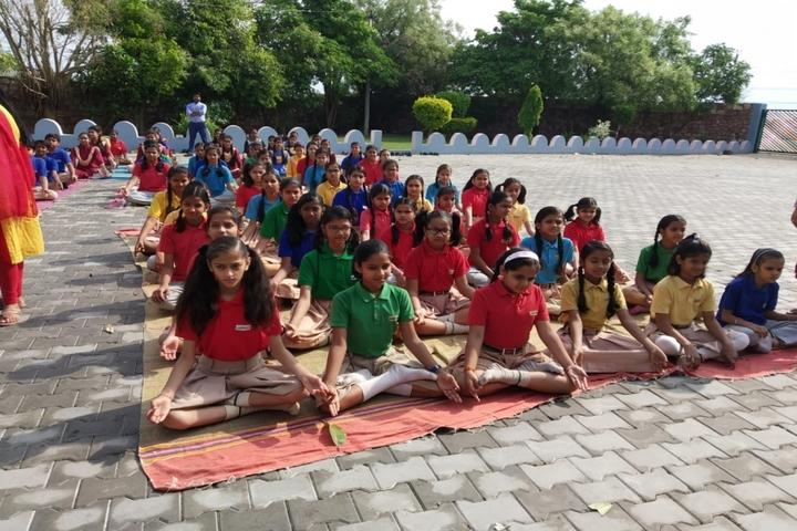 Pallavan Uchatar Prathmik Vidyalaya-Yoga