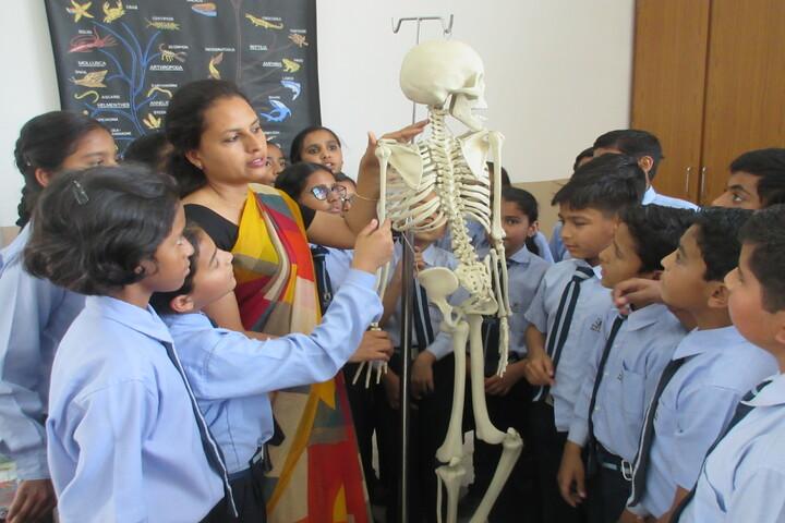 Patni Public School-Bio lab