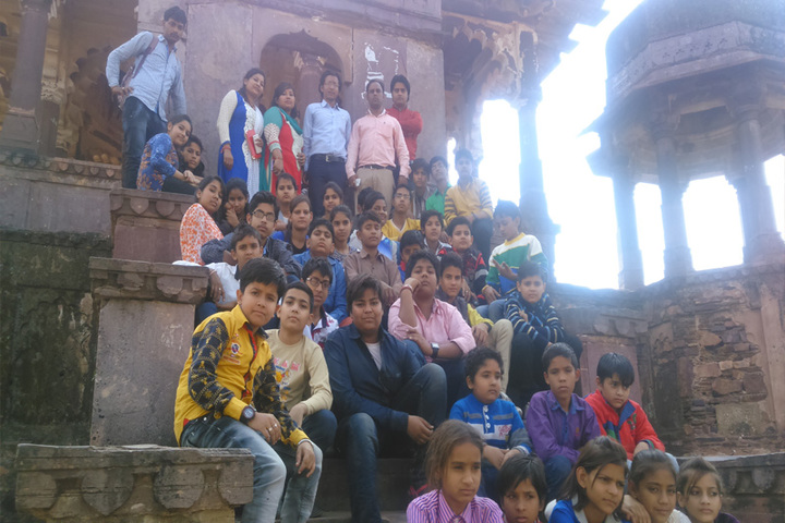 Pt Parsadi Lal International School-School trip
