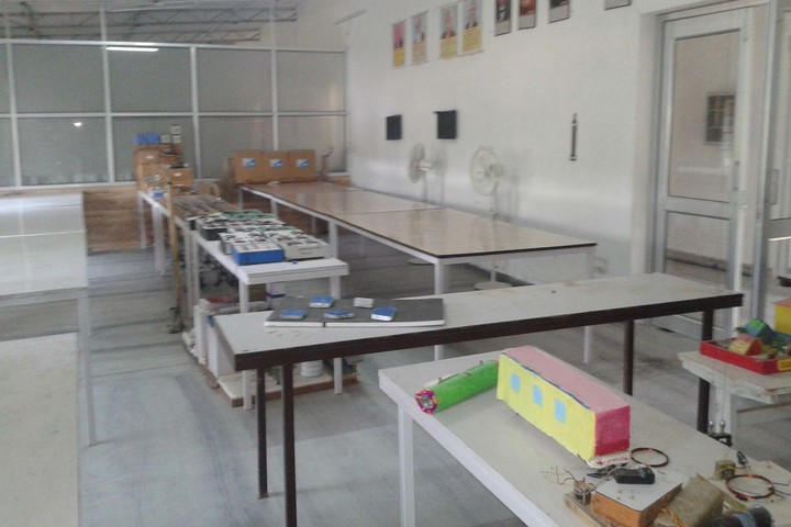 Rajdhani Public School-Physics Lab