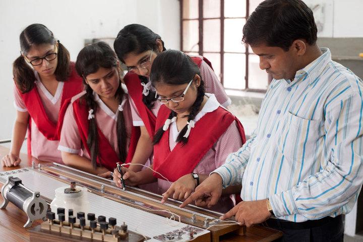 Rajmata Krishna Kumari Girls Public School-Physics Lab