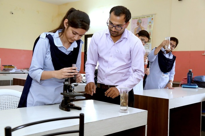Roopnagar Public School-Biology Lab