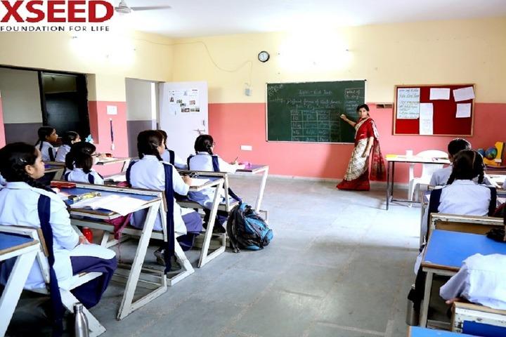 Roopnagar Public School-Classroom