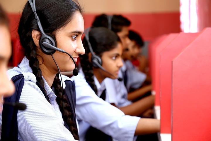 Roopnagar Public School-English Lab
