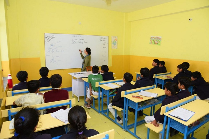 Shiksha High School-Classroom with teacher