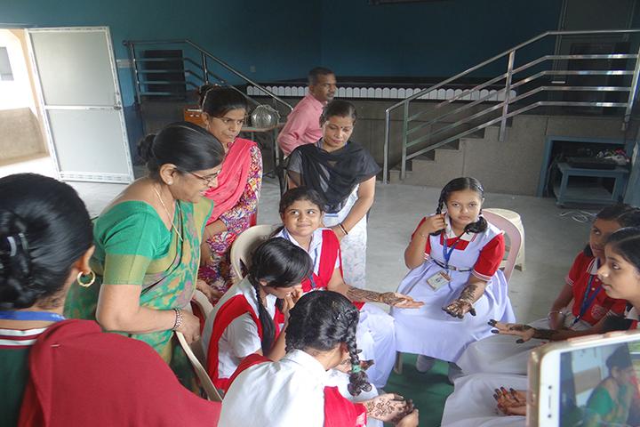M S Memorial Public School- Inter House Mehandhi Competition