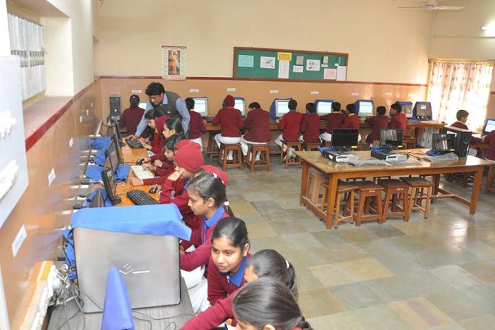 Sophia Secondary School-IT-Lab with teacher
