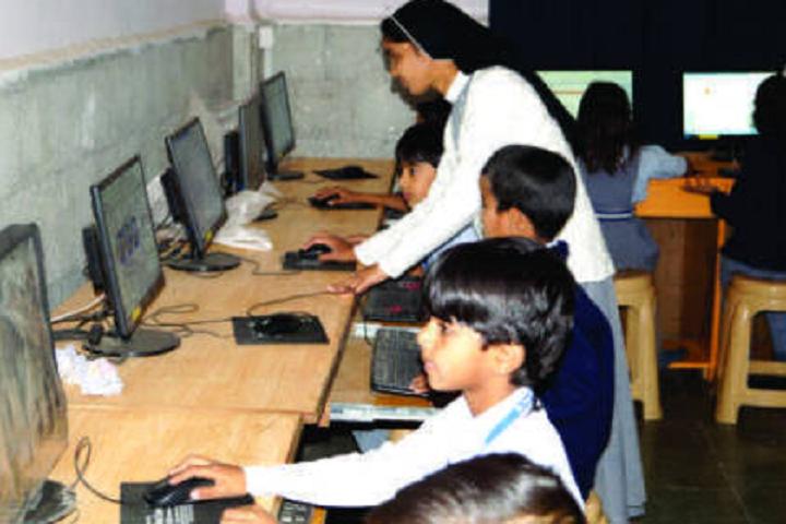 St Pauls School-IT-Lab with teacher